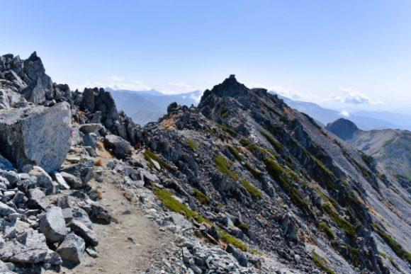 雄山(おやま)の頂が見えます