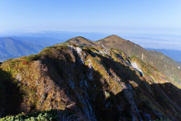 大日岳方面。奥には富山市。