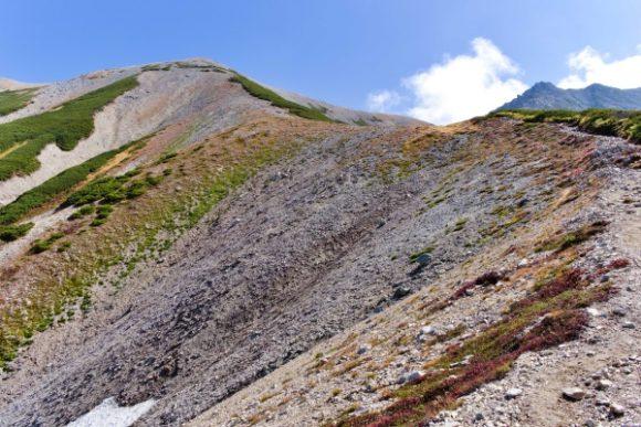 真砂岳へ続く稜線。